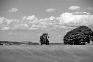 Rukovatelj traktorom s radnim priključcima